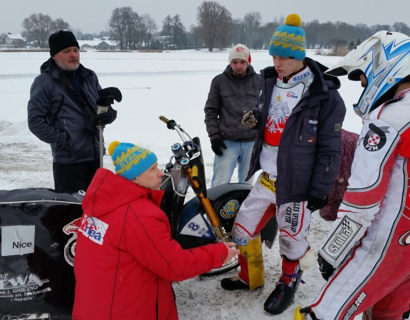 NARADA TEAMU ICE RACING POLAND W SUWAŁKACH